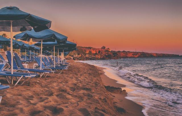playa y hamacas